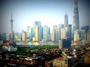 Vuoden aikana Shanghai Tower kasvoi World Financial Centerin rinnalle ja ohi. Lopullisen korkeutensa 632 metriä se saavuttaa kai ensi vuonna. Pilvenpiirtäjää on rakennettu loppuvuodesta 2008 ja valmistuttuaan se on Kiinan korkein rakennus - ainakin hetken.