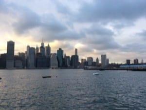 Ilta saapuu Manhattanille