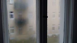 Sumuinen huuru peittää ruutuja, oli sää melkein mikä tahansa.