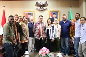 Indonesiassa käytössämme oli paikallinen fikseri, joka järjesti tapaamisia asiantuntijoiden kanssa. Haastattelimme porukalla Indonesian uskontoministeriä Lukman Hakim Saefuddinia.