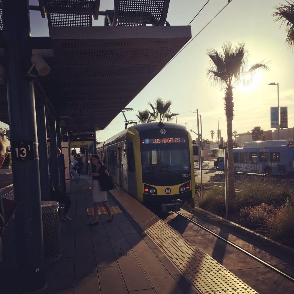 Uudenkarhea Expo -junayhteys toimii loistavasti. Juna kulkee pääsääntöisesti ajallaan ja on siisti ja turvallinen.