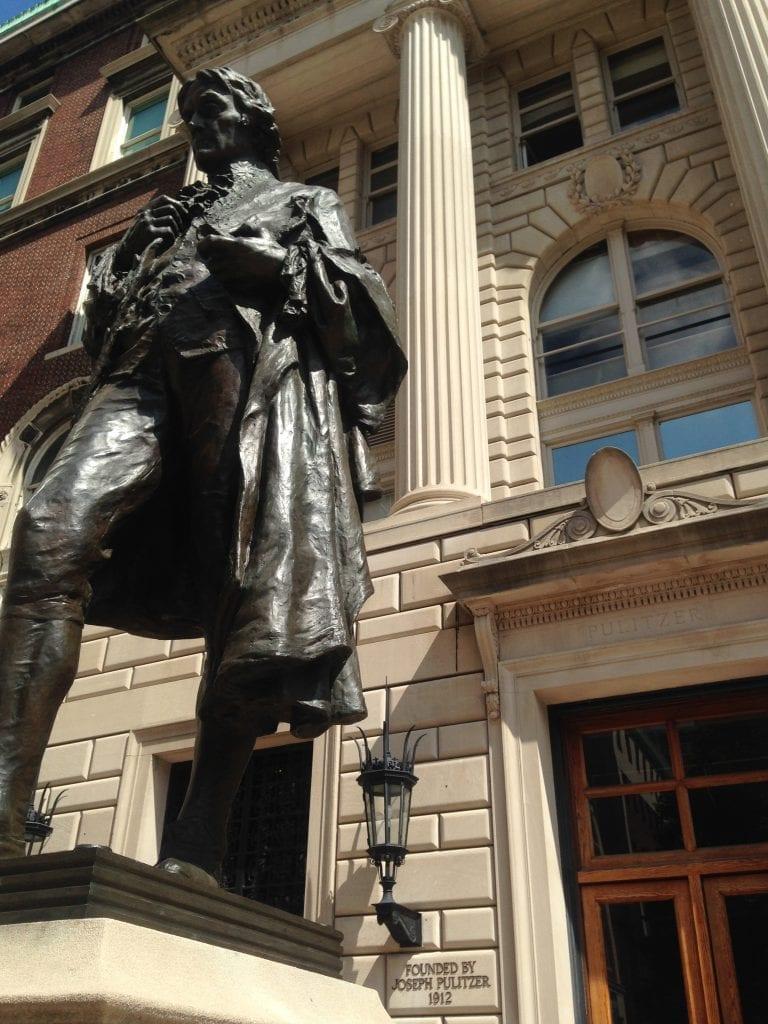 Columbian journalismikoulu perustettiin unkarilais-amerikkalaisen toimittajan Joseph Pulitzerin perintönä saaduilla lahjoituksilla.