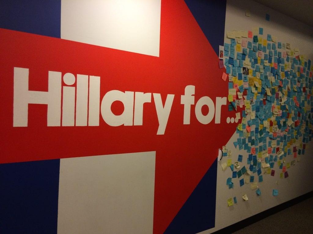 Hillary Clintonin kampanjatoimistossa kerätään vielä viime metreillä uusia ideoita.