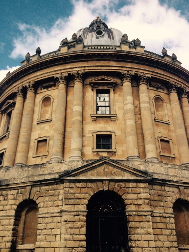 Oxfordin kirjastot näyttävät kirkoilta, ja niissä opiskellaan yömyöhään.