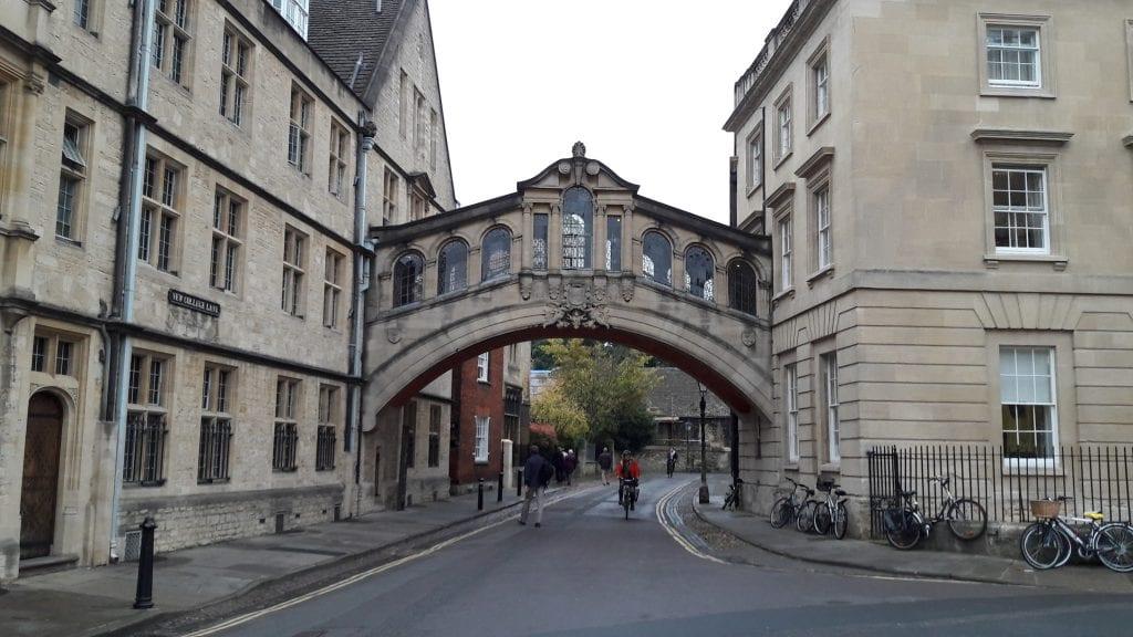 Oxford on edelleen yksi Harry Potter -fanien suosikkikohteista. Kaupungissa näkee yhden jos toisenkin elokuvista tutun paikan.