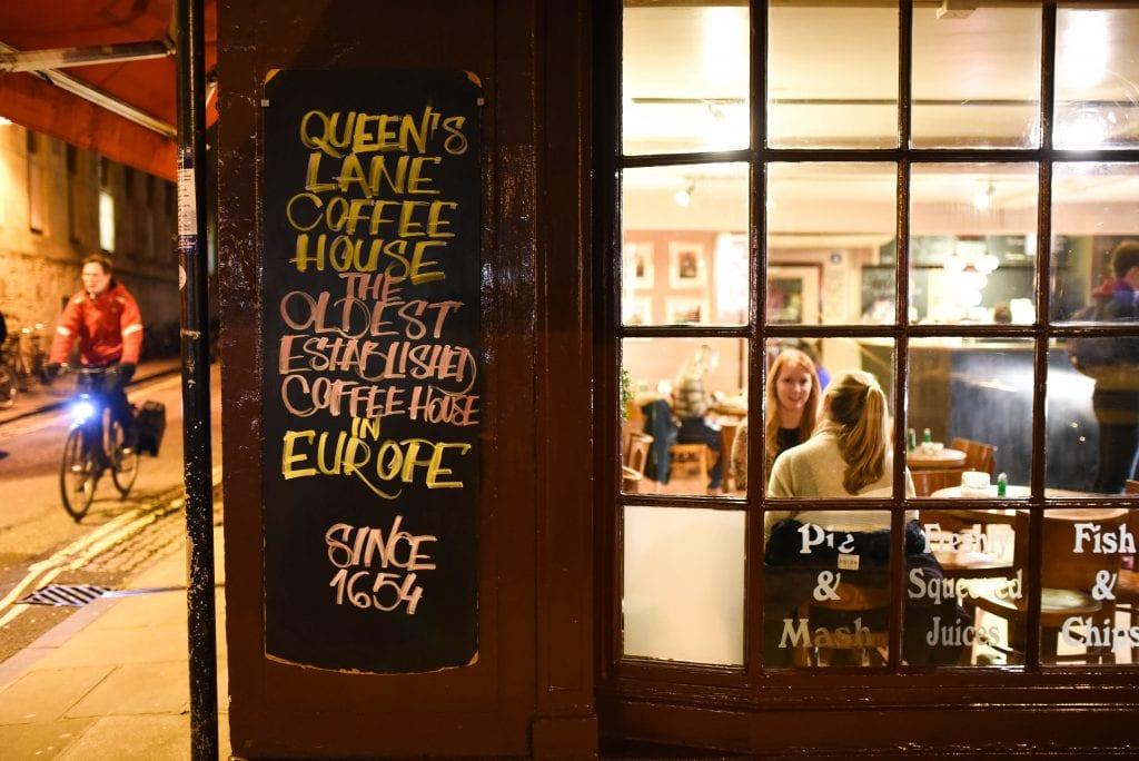 Queen's Lane Coffee Housen väitetään olevan Euroopan vanhin kahvila. Se on perustettu 1654.