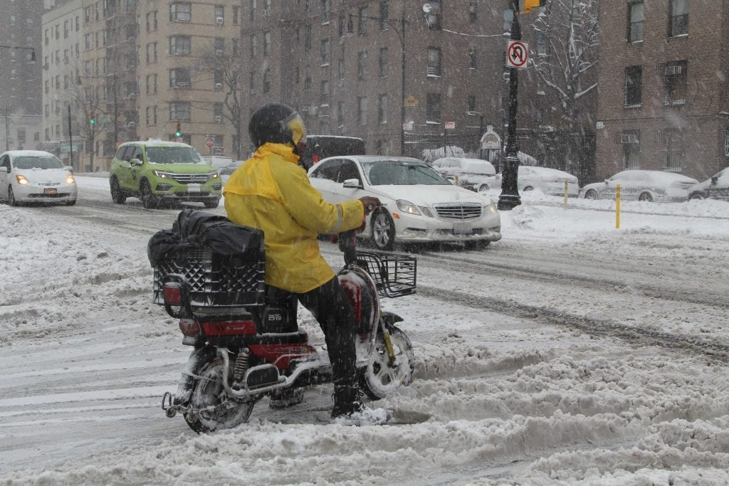 Lumimyrsky lamautti metropolin