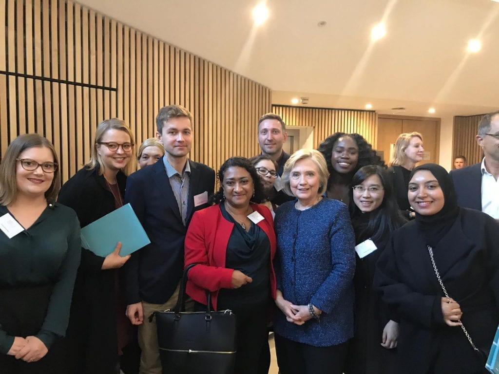 Kahvitauolla Clintonin kanssa