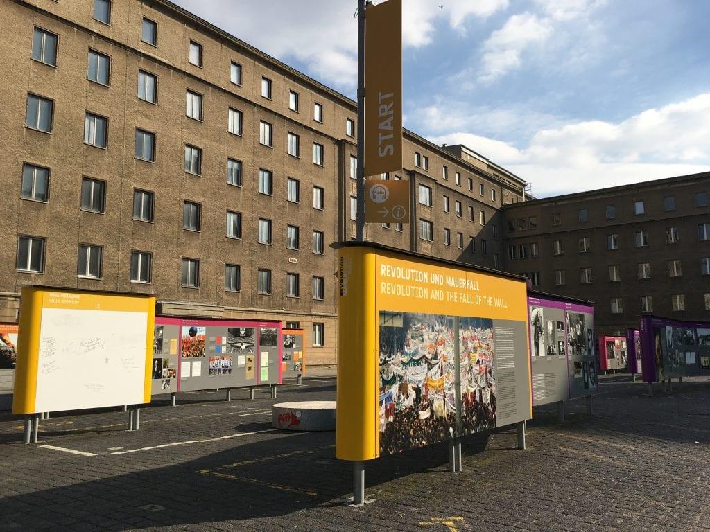 Stasin arkistoista löytyy 141 000 hyllykilometriä vakoilukansioita – haluaisitko sinä nähdä omasi?