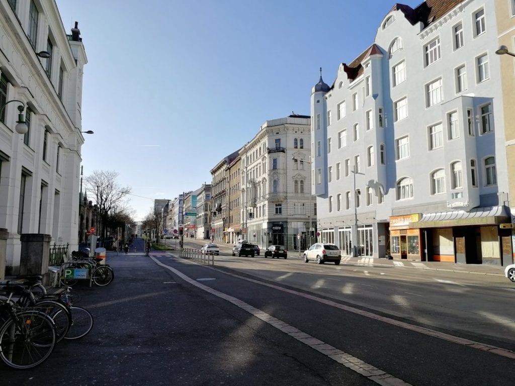 Koirankakkaa ja oopperaa Wienin historiallisilla kaduilla