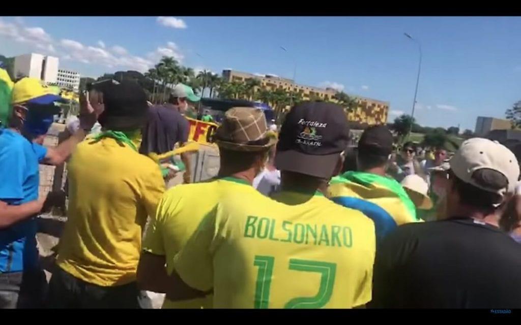 Brasiliaa johtaa koronankieltäjä, jonka sanalliset hyökkäykset mediaa vastaan ovat lietsoneet kannattajia väkivaltaan