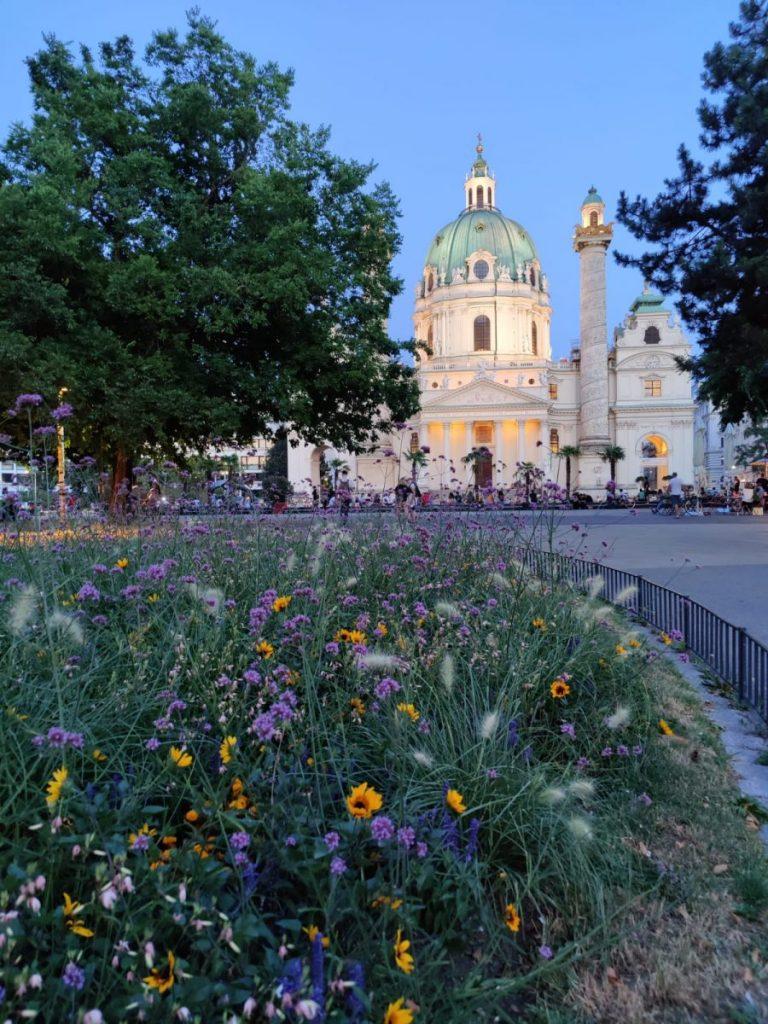 Ensikosketukseni lehdistönvapaustyöhön ja kesäiseen Wieniin